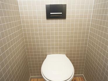 Podometni in nadometni sanitarni sistemi